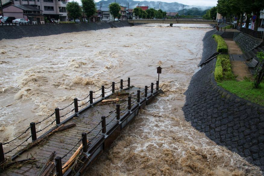 <p>現場状況の監視</p> <p>自然災害発生現場の状況把握・共有</p>のサムネイル