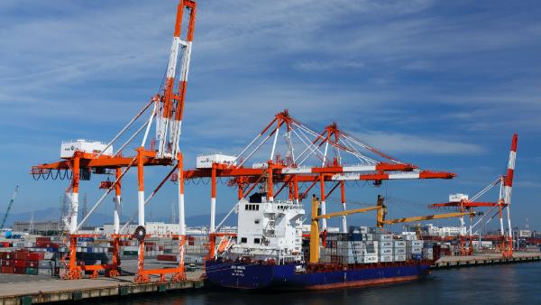 <p>大規模な製造工場や停泊船</p>のサムネイル
